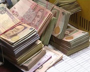 Бюджетных денег перепало и малообеспеченным, и чиновникам