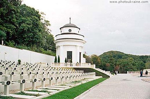 «Элитное место» на Лычаковском кладбище стоит 40 тысяч гривен